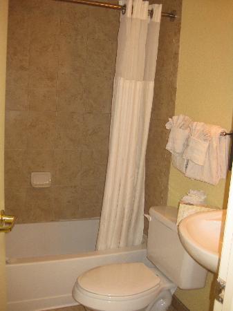 Dunes Village Resort: bathroom