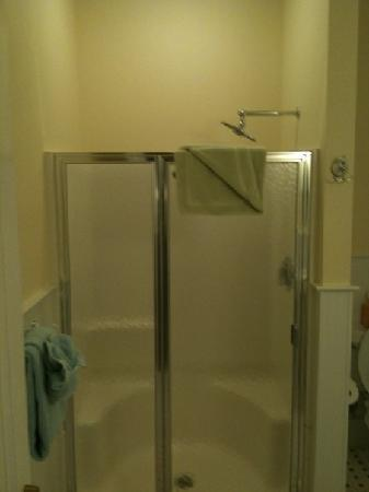 384 House: Shower