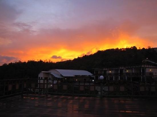 Celyn Resort Kinabalu: View of sunset while having BBQ