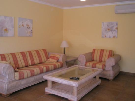 Sun Club Apartments: Salón
