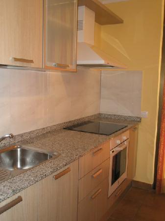 Sun Club Apartments: Cocina