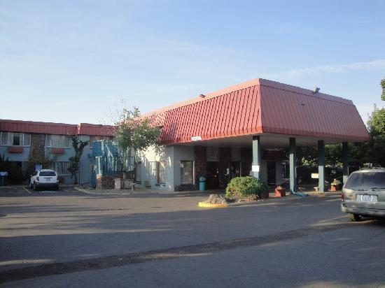 La Grande Inn: Exterior