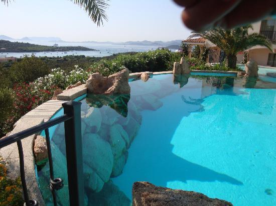 Hotel Petra Bianca: Panorama piscina
