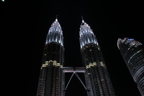 ตึกแฝดเปโตรนาส: Petronas and Maxis towers