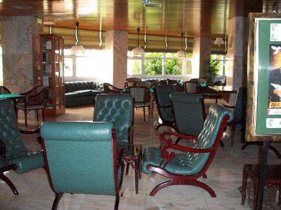 Spring Hotel Vulcano: Lounge area outside restaurant