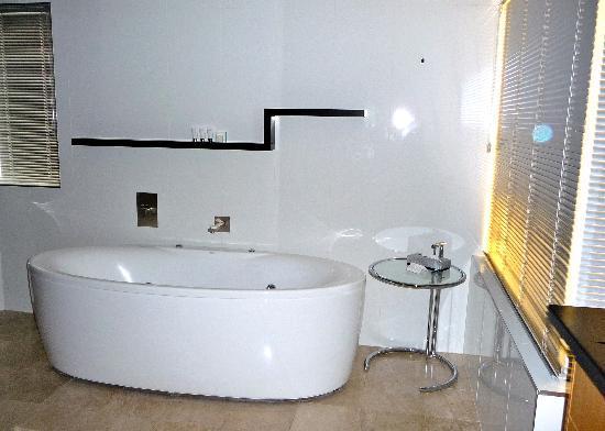 Oceans Mooloolaba: Spa Bath