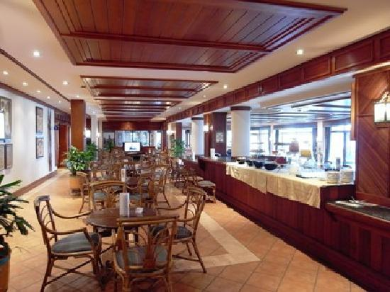 Hotel Cardoso : バーの風景