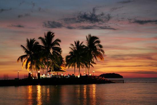 แชงกรีลาส์ ตันจุง อารู รีสอร์ท แอนด์ สปา: Tanjung Aru Cocktail Bar