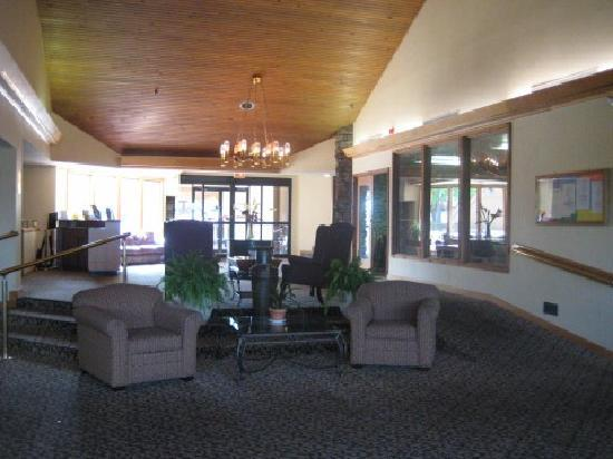 Inn At Grand Glaize: The Lobby