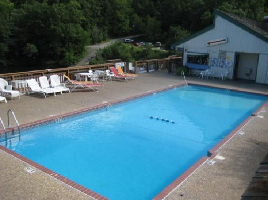 Inn At Grand Glaize: The Pool