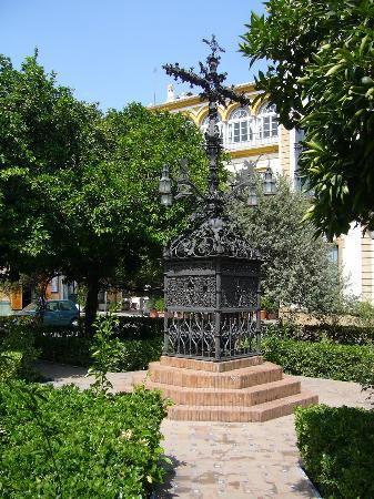 Hotel Puerta de Sevilla: santa cruz a 50 metri