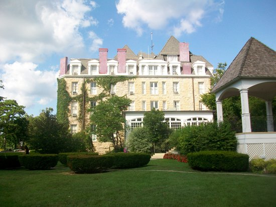 1886 Crescent Hotel & Spa : Side View of the Crescent Hotel