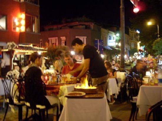 Villa Pasha Hotel: restaurant & street