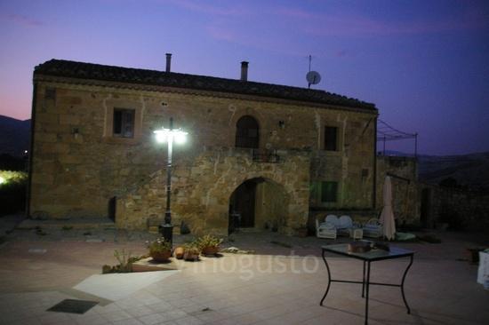 Le Querce di Cota: The house at night