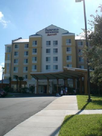 Fairfield Inn & Suites by Marriott Orlando at SeaWorld : front view of hotel
