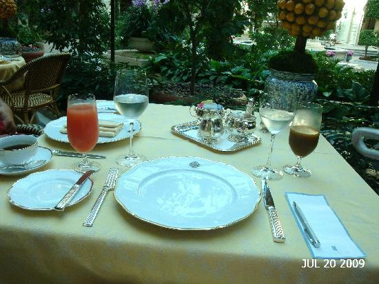 The Mansion at MGM Grand: Our beautiful table.