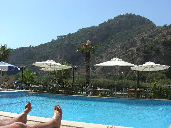 Dalyan Tezcan Hotel: MY HUSBAND FEET SAT ROUND POOL