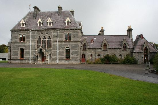Tubbercurry, Ierland: Magnificent Castles & Buildings