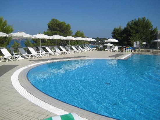 White Rocks Hotel & Bungalows: hotel pool