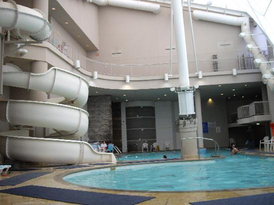 Pool picture of hilton niagara falls fallsview hotel for Pool spa show niagara falls