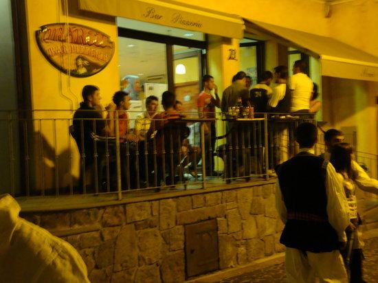 Allai, Italia: Bar Pizzeria Mariù desde la calle