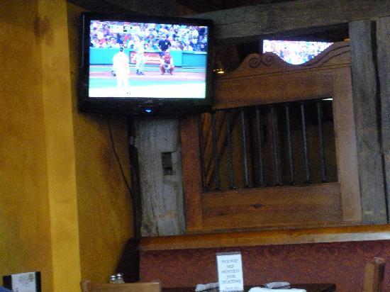 M. J. O'Connor's Irish Pub : Plenty of TVs to watch the game