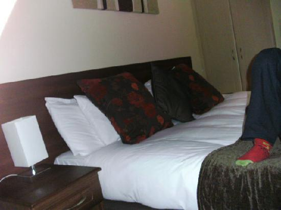 Gullivers Hotel: The double bed