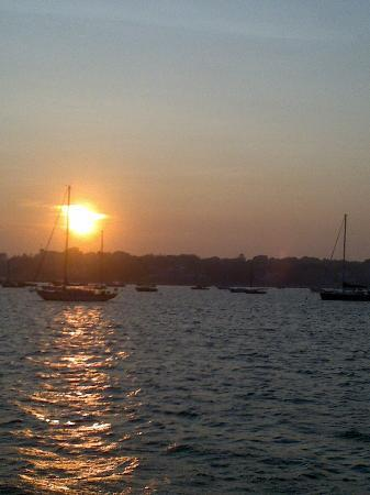 Hyannis Holiday Motel: sunset harbour boat trip
