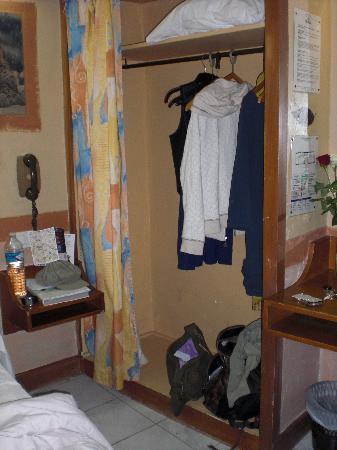 Les Argonautes: Room closet