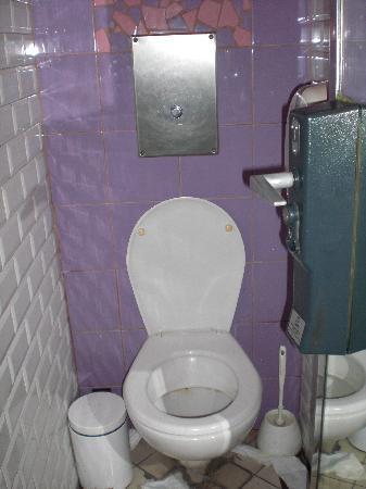 Les Argonautes: Shared WC