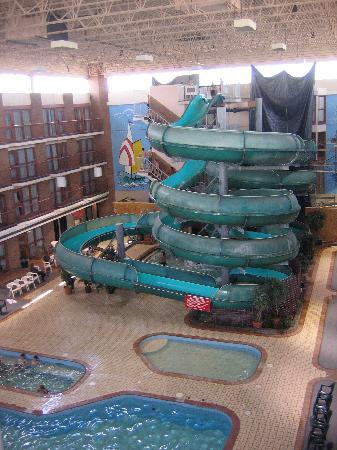 Medicine Hat Lodge Resort, Casino & Spa: Indoor Pool and Waterslides