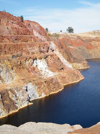 Minas de Sao Domingos, Portugal: Mina de São Domingos, le bassin empoisonné