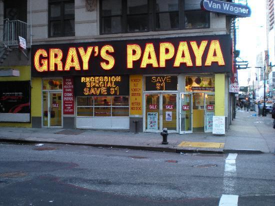 โรงแรมเดอะนิวยอร์คเกอร์: Gray's Papay juste à côté (pour les connaisseurs)