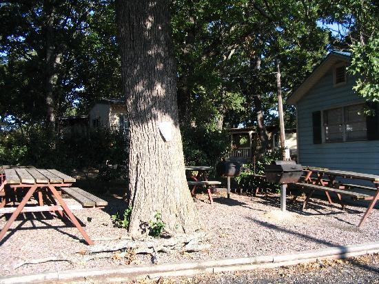 Soldier Creek Resort & Marina: Community Grill Area
