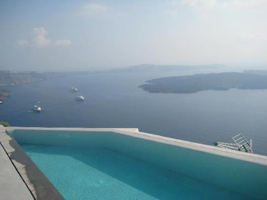 Grace Santorini Hotel: view from pool