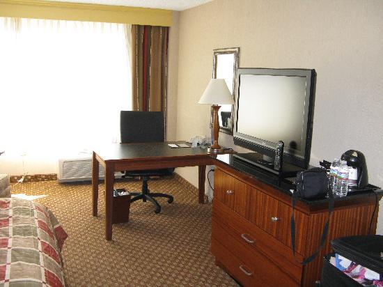 DoubleTree by Hilton Grand Junction: Room/TV-Desk