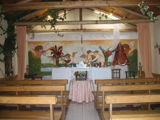 ‪‪Cotacachi‬, الإكوادور: Interior of the small chapel on the grounds.‬