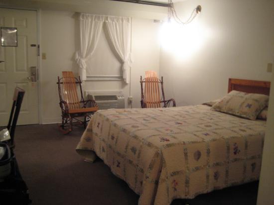 Casselman Inn: Queen Room