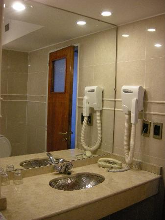 Internacional Hotel: baño