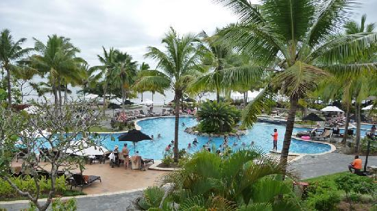 Sofitel Fiji Resort & Spa: The whole Cool Pool