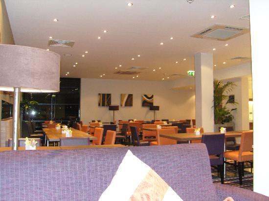 Holiday Inn Express Walsall: The dining room.