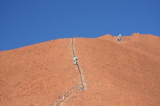 Uluru: 登る人も多いですが