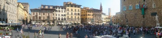 FlorenceTown: The main town square (Piazza della Signoria)