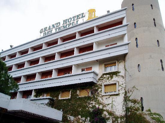 Grand Hotel Dei Templi : front-side view