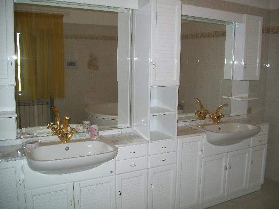 Country House Villacasabianca1573: Bagno favoloso!