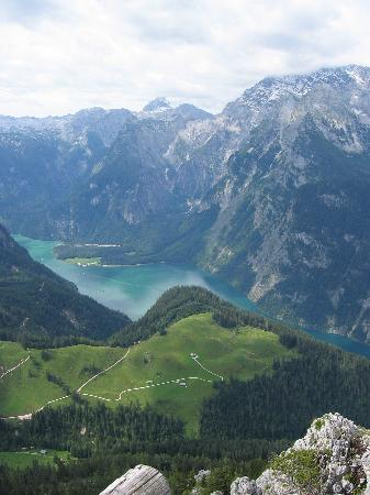 Berchtesgaden, Allemagne : Panorama of Koenigssee from Mt. Jenner