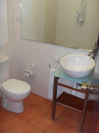 Clarimar Apartments: Bathroom