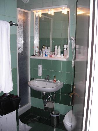 La salle de bain picture of olympia hotel vodice for Salle de bain hotel