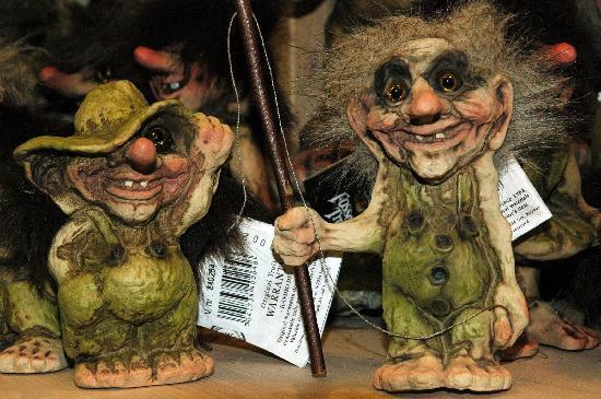 trolls en una tienda - Dinamarca destina 428.000 dólares para la búsqueda de troles bajo la tierra
