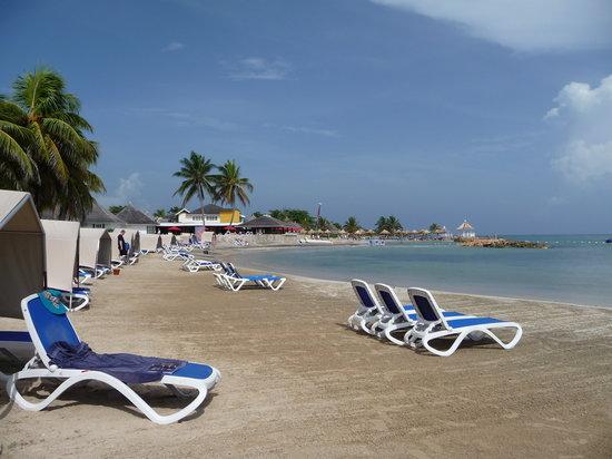 Runaway Bay, Jamaica: 9.30am no rush for sunbeds!